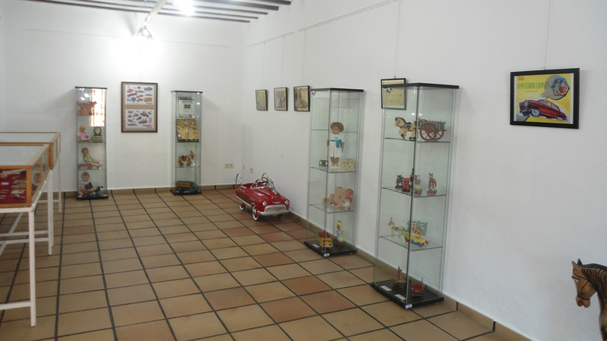 """Exposición """"Juguetes Jugados"""" de Carlos Fuentes"""