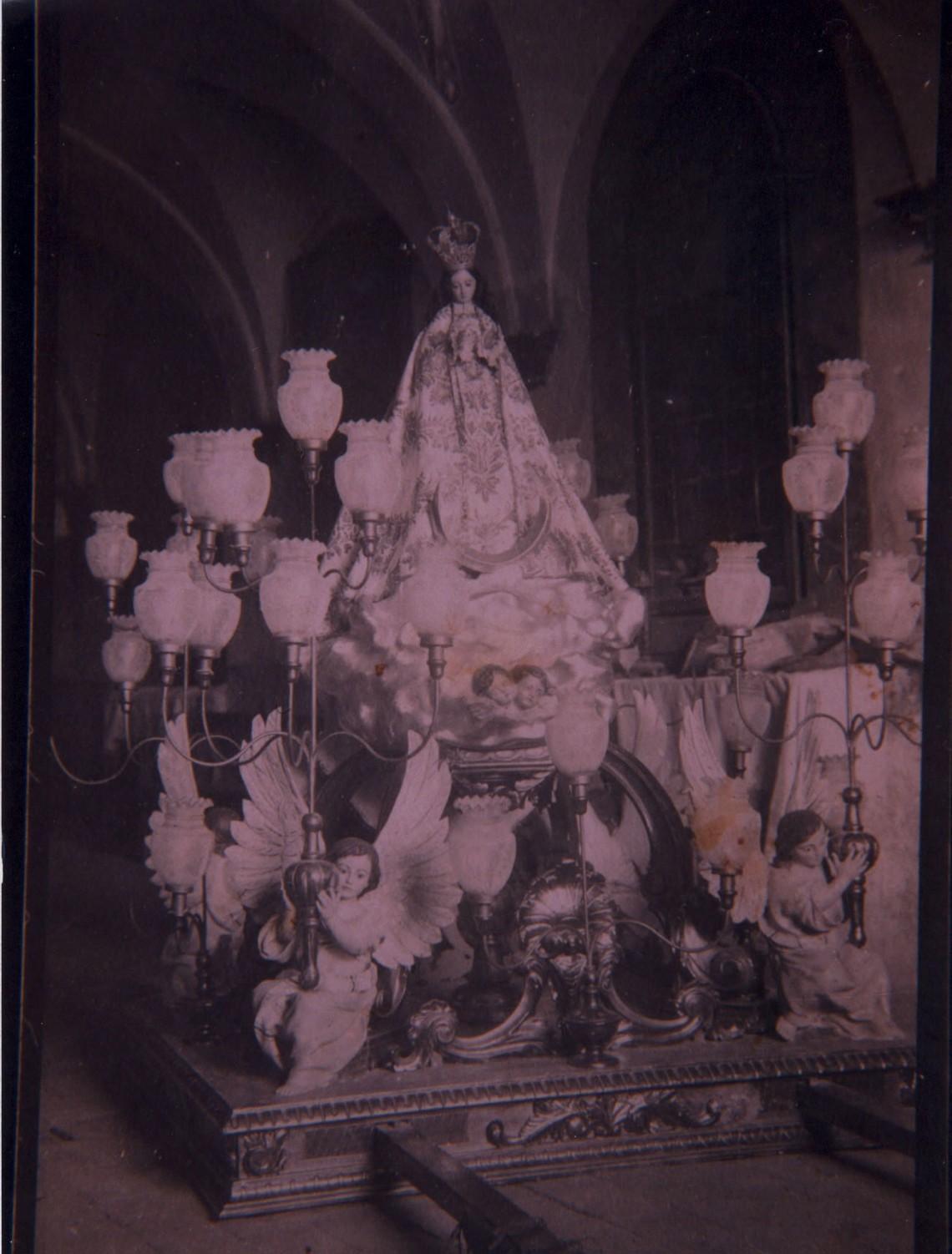 virgen antigua con trono convento
